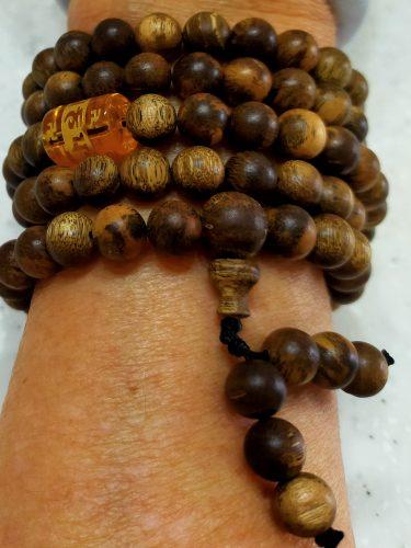 Vòng tay gỗ Trầm Hương 108 Hạt Lào Vip