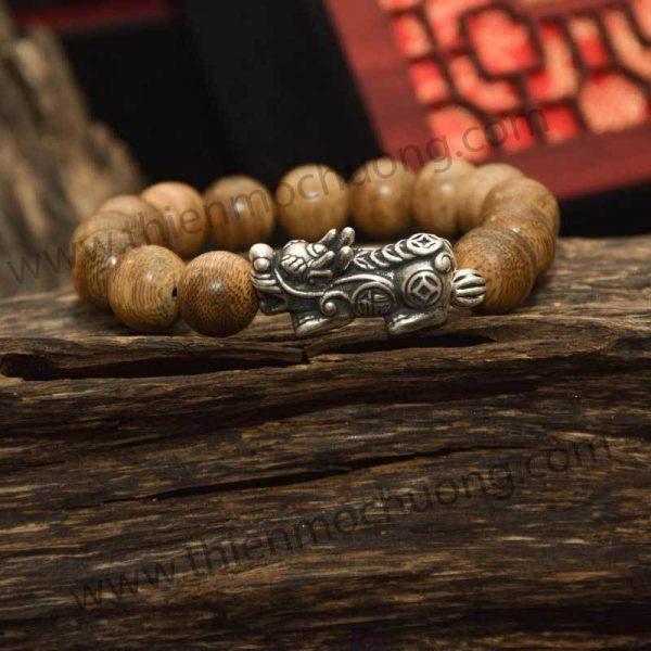 Vòng tay trầm hương tròn đơn bạc thái