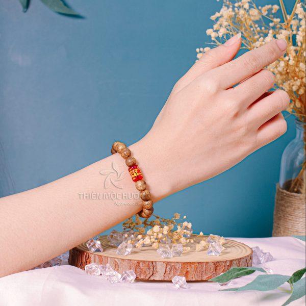 Vòng tay gỗ Trầm Hương Lá Bùa Tây Tạng
