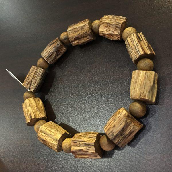 Vòng tay Trầm Hương vô định hình Lào