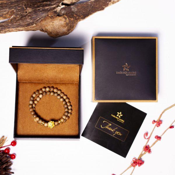 Vòng đôi gỗ trầm hương hoa sen vàng