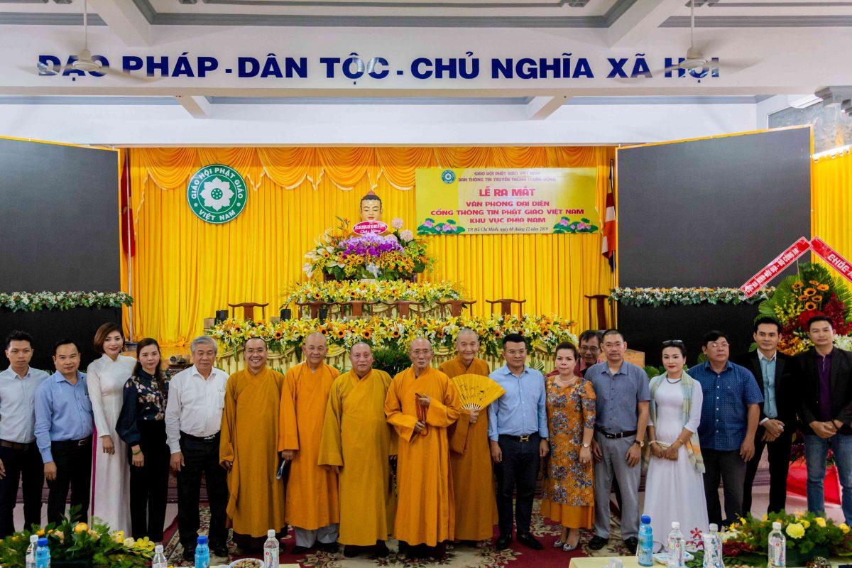 Các Hòa thượng và Thượng tọa Cổng thông tin Phật giáo, quang lâm chứng minh chụp hình lưu niệm