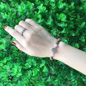 Vòng tay trầm hương Nguyệt Quý Hoa
