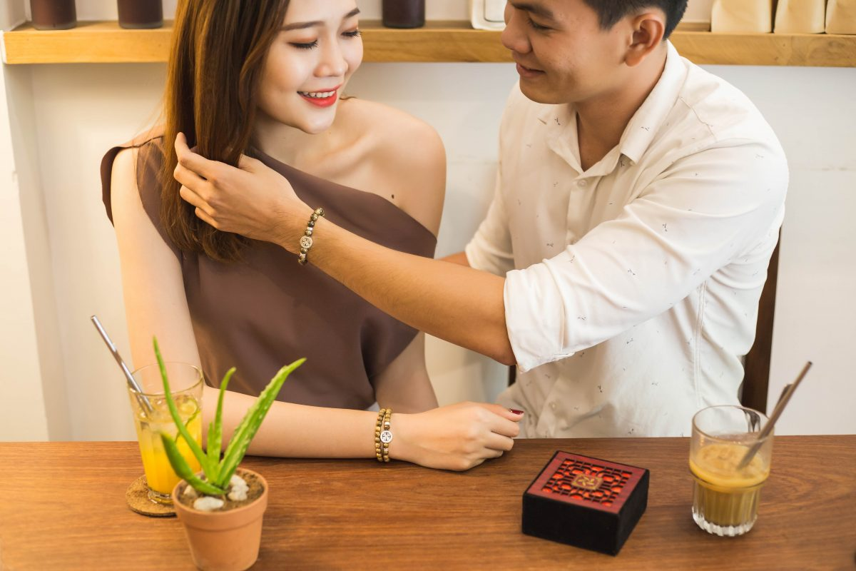 vòng tay cặp đôi trầm hương cỏ 4 lá