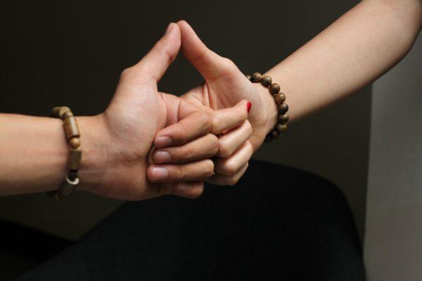 vòng tay cặp đôi trầm hương trụ trúc lào