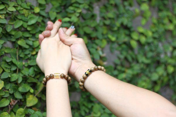vòng tay cặp đôi trầm hương lá bùa tây tạng