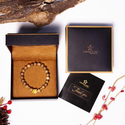 Bộ sản phẩm vòng tay trầm hương hoa sen vàng