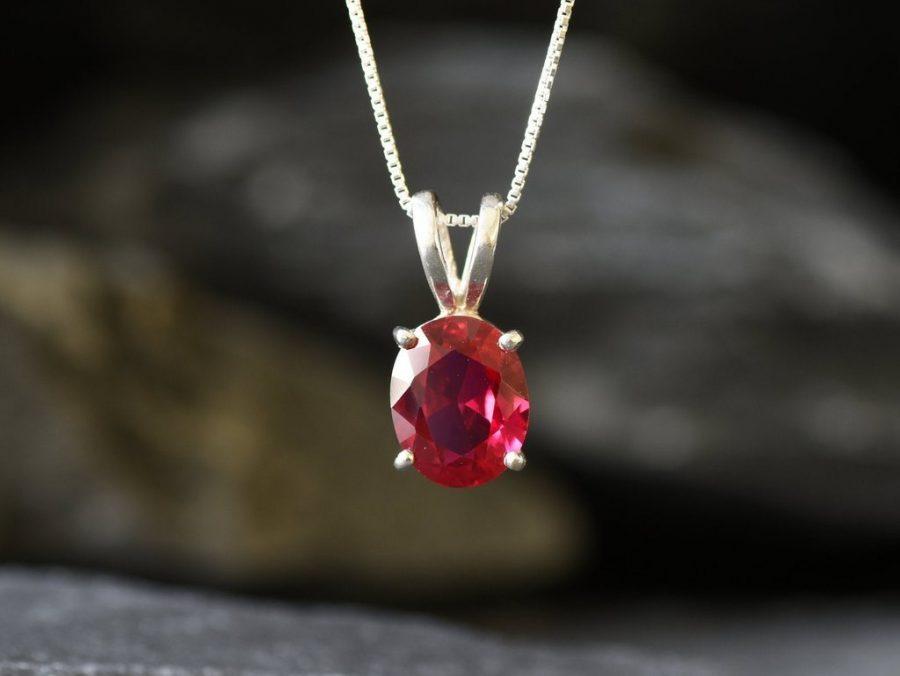 Mặt dây chuyền đá Ruby